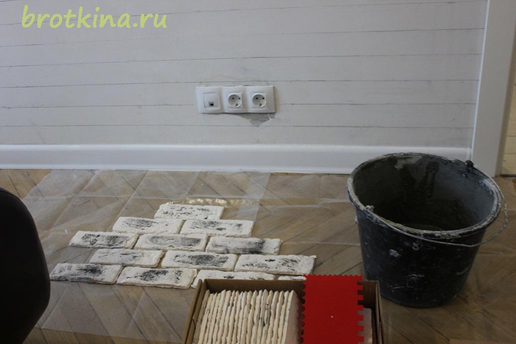 Кирпичик на стене